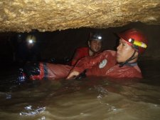 jiabong-extreme-caving-003.jpg