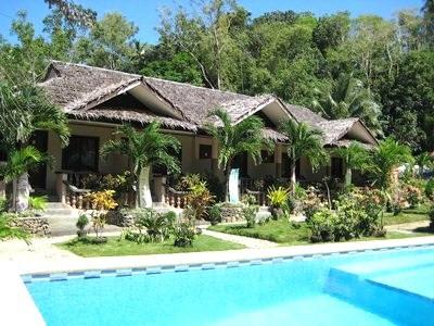 Resort pool. robinson-cruse-sipilay-010.