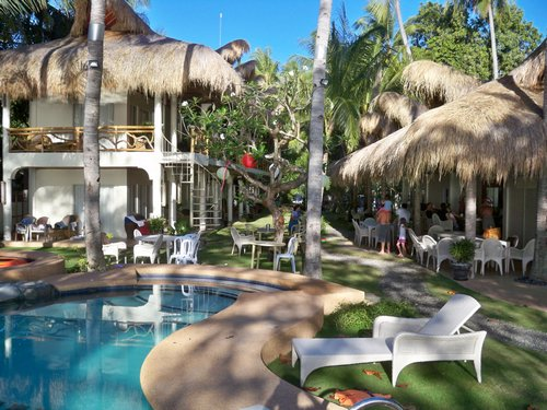 mikes-dauin-beach-family-resort-017