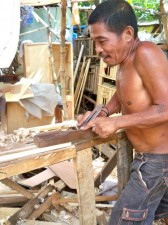 making furniture from recycled pallets