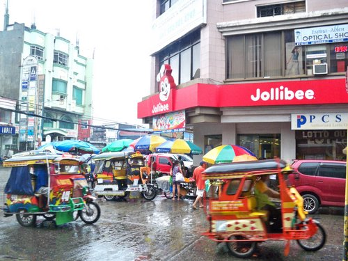 Ormoc Philippines  City new picture : Ormoc City Jolibee on a rainy day in the Philippines