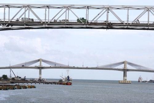 bridges between Mactan and Cebu